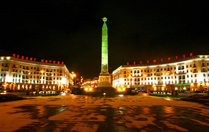 Victory Square at night
